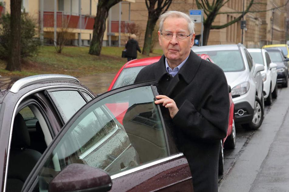 Vom Vorwurf der Fahrerflucht wurde Ex-Kultusminister Karl Mannsfeld (79) gestern frei gesprochen.