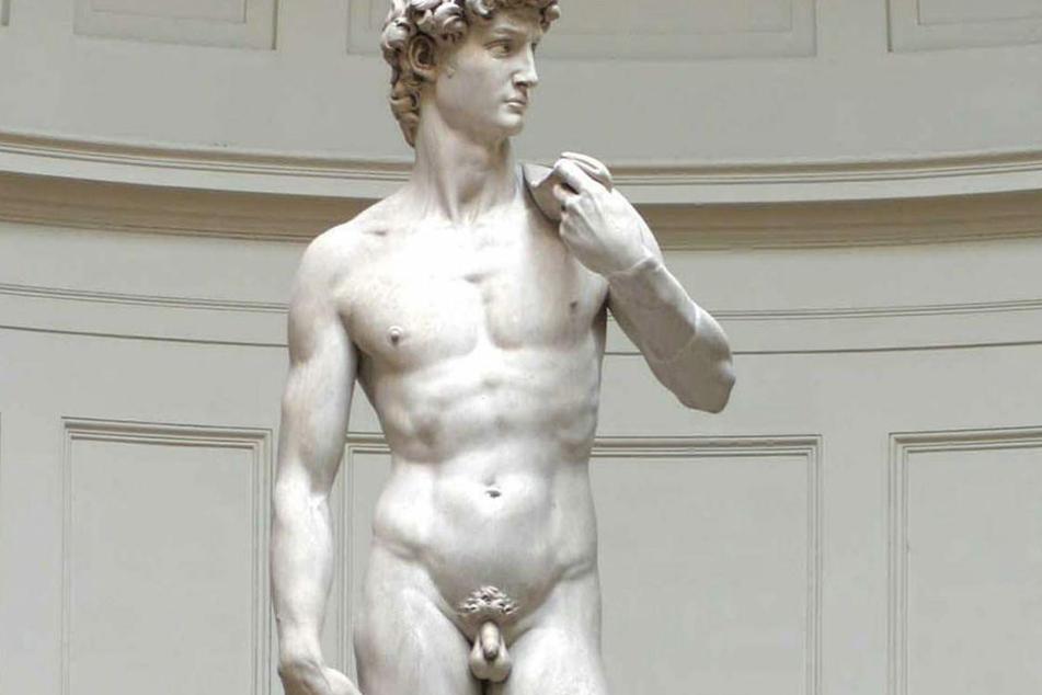 Großer, starker Mann mit kleinem Penis: die David-Statue von Michelangelo.