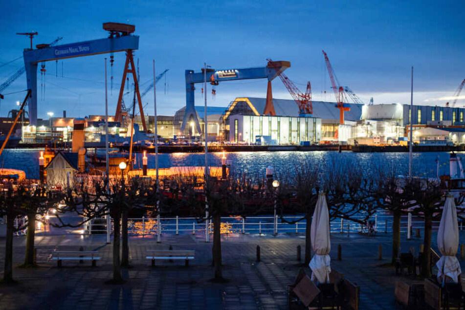 Die Werft von ThyssenKrupp Marine Systems liegt in Kiel Ufer der Förde. (Archivbild)