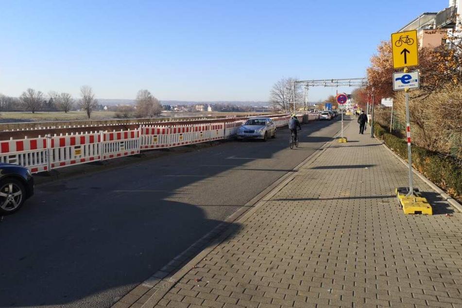 Zu allem Überfluss darf an der Kötzschenbroder Straße wegen Arbeiten nicht geparkt werden.
