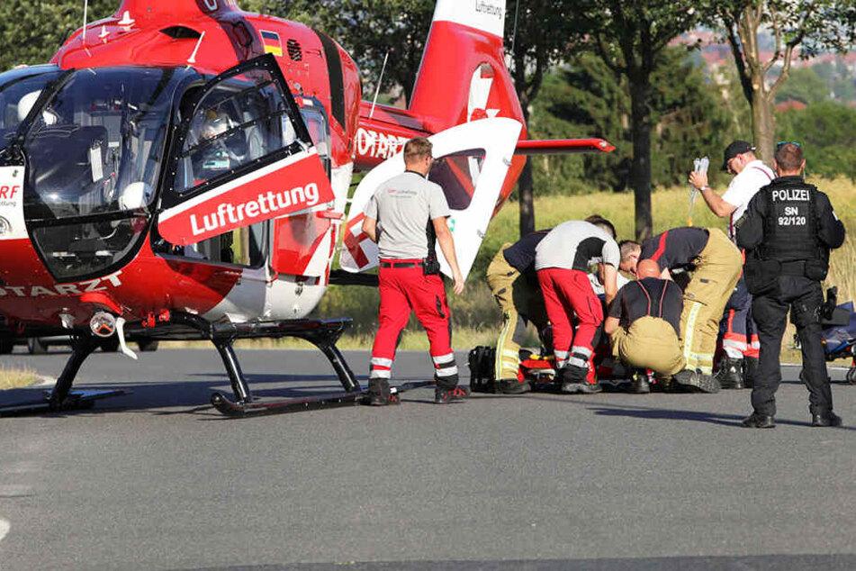 Biker (48) kracht in Gegenverkehr: Schwerstverletzter muss in Klinik geflogen werden