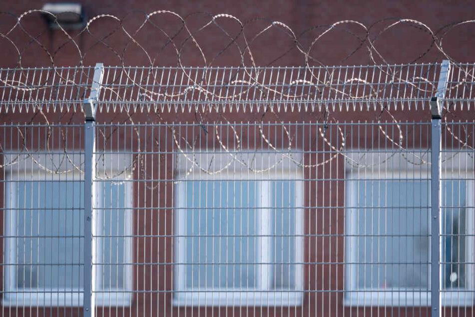 Skandal in Kölner JVA: Mitarbeiter beleidigen Häftlinge in Chatgruppe