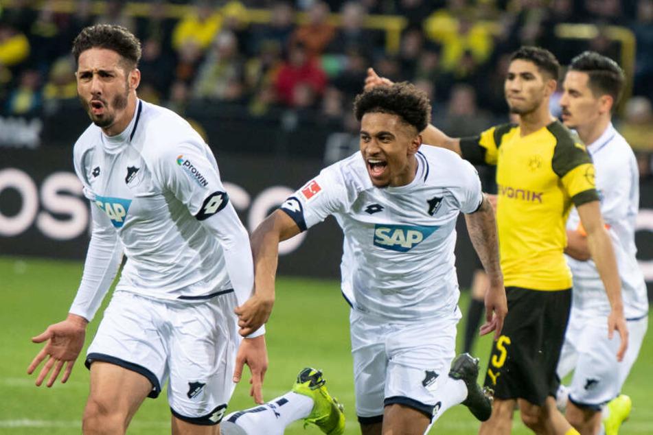 Hoffenheims algerischer Stürmer Ishak Belfodil (ganz links im Bild) jubelt über seinen Treffer zum 3:3 gegen Borussia Dortmund.
