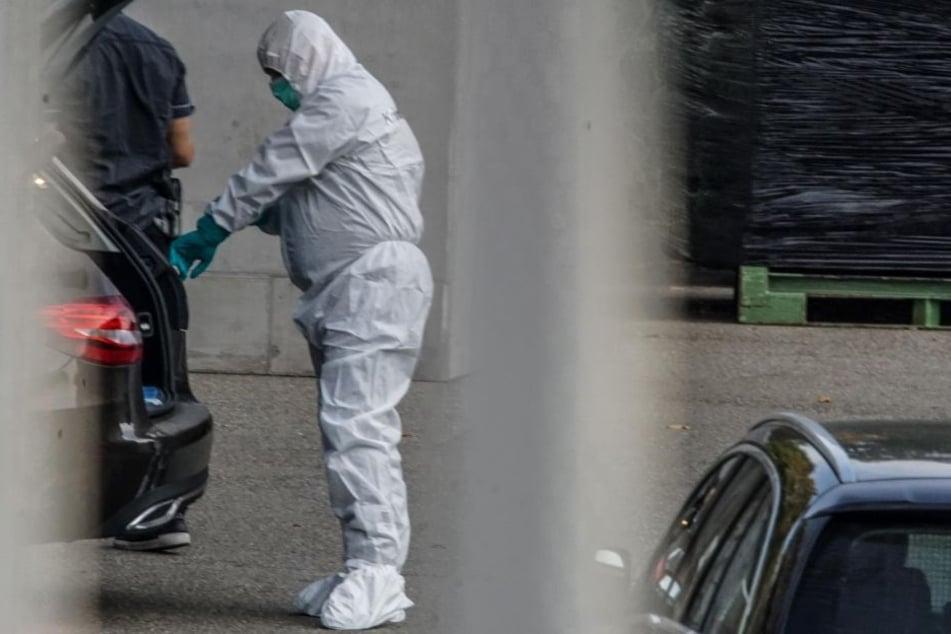 Die Kriminalpolizei sicherte Spuren am Fundort der Leiche.