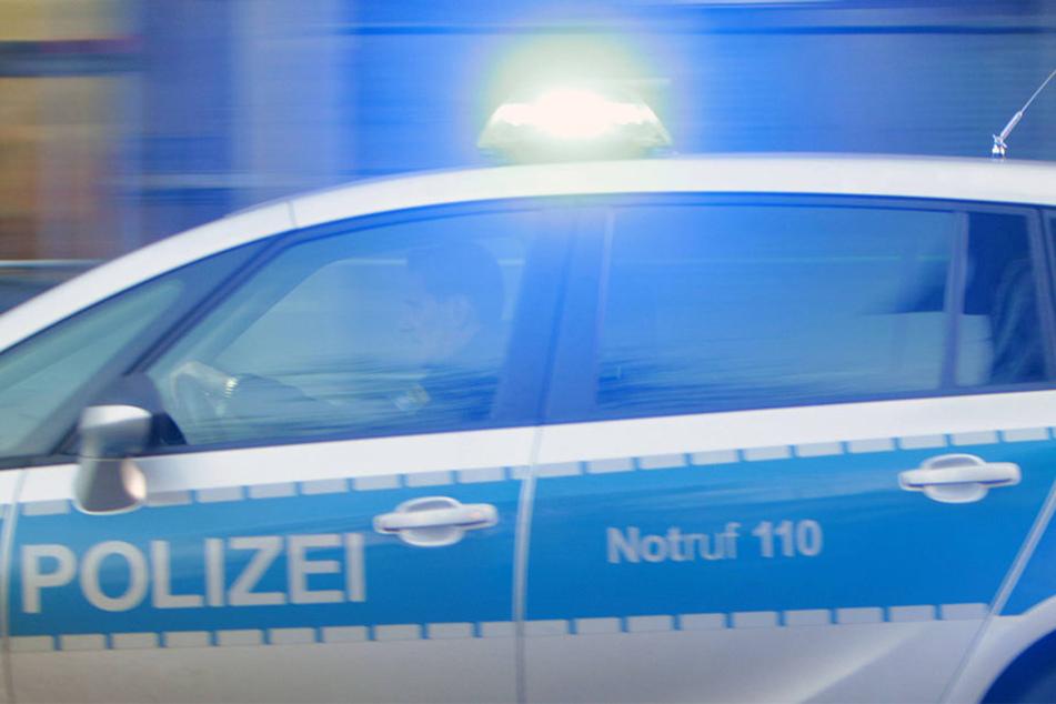 Die Polizei lieferte sich eine lange Verfolgungsjagd. Auch ein Hubschrauber wurde eingesetzt (Symbolbild).