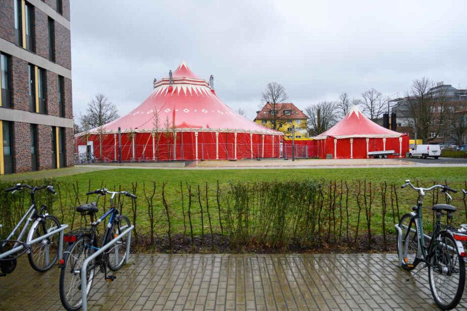 In diesem Zirkuszelt gibt es bald keine Clowns, dafür aber Studenten.