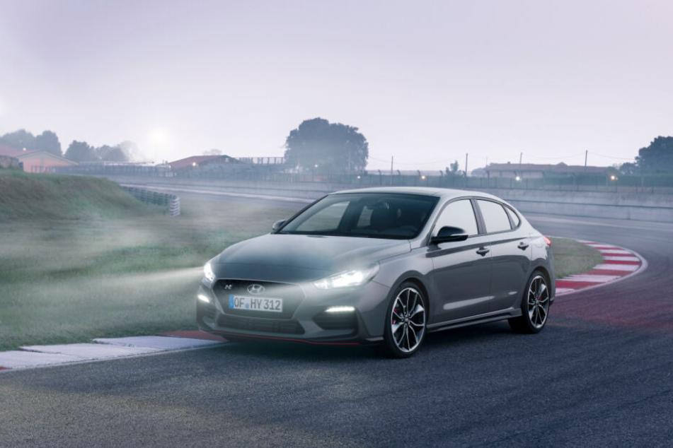 Mit dem Hyundai i30 Fastback N Performance könnt Ihr ein Wochenende kostenlos fahren.