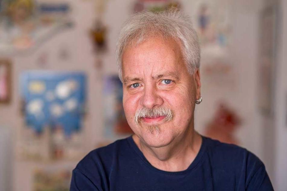 """Der Leipziger Abrafaxe-Fan Thomas Wilde (59) hat sich wegen der """"Mosaik""""-Sonderbeilage schon fünf Exemplare der Morgenpost am Sonntag vorbestellt."""