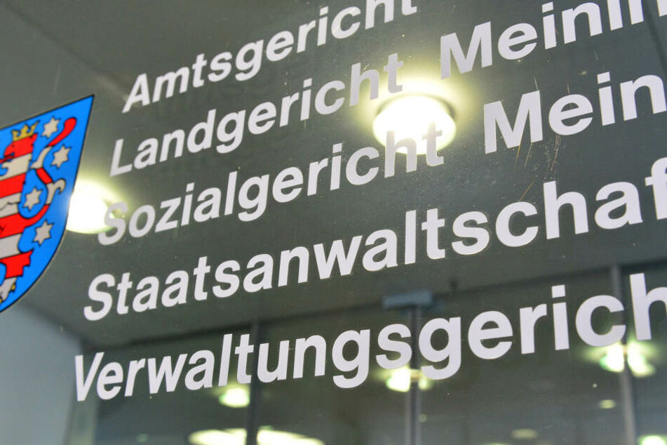 Vor dem Landgericht in Meiningen muss sich die Frau verantworten.