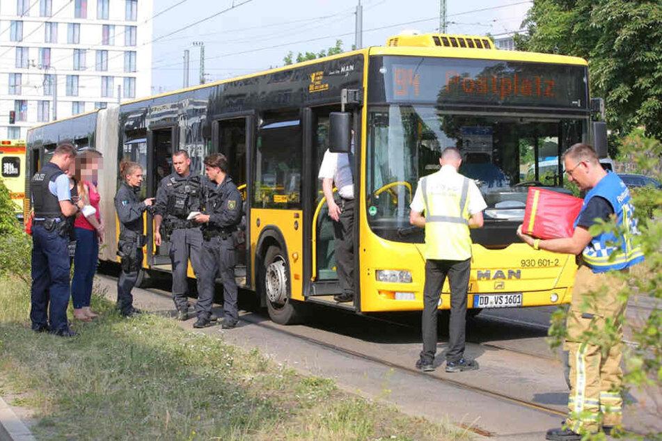 Am Bahnhof Mitte ist am Dienstag eine Frau gegen einen Bus gelaufen.