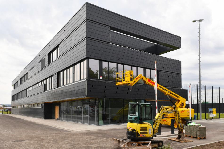 Auch das neue Funktionsgebäude ist ein echter Blickfang.