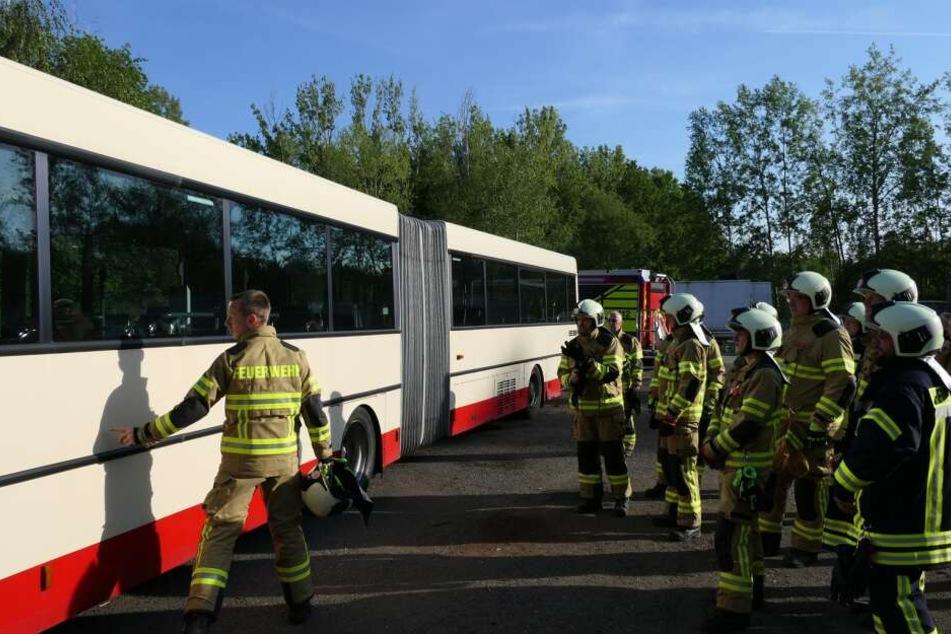 Die Feuerwehr Grimma hat am Donnerstag die Busrettung geprobt.