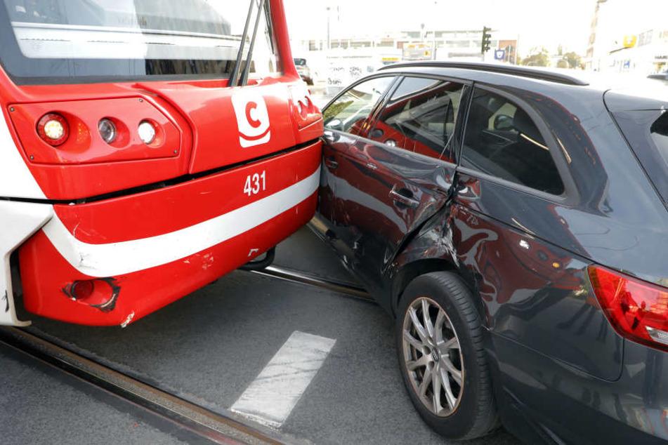 Die Bahn und der Audi waren am Stadlerplatz kollidiert.