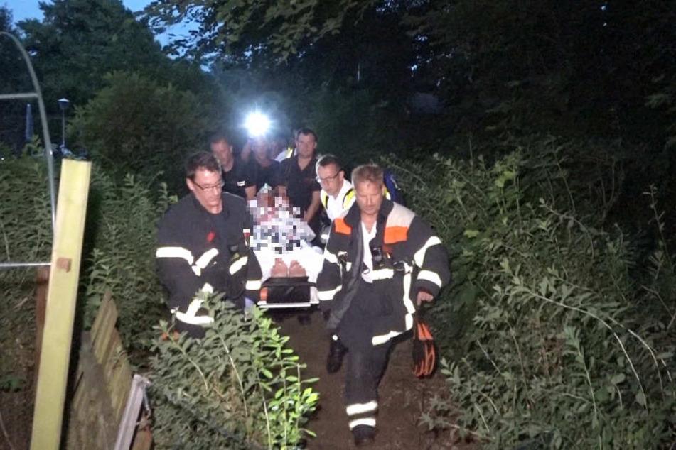 Der Mann wurde schwer verletzt in ein Krankenhaus gebracht.