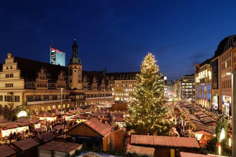 Letztes Weihnachtsmarkt-Wochenende: Leipzig verschenkt Christbäume