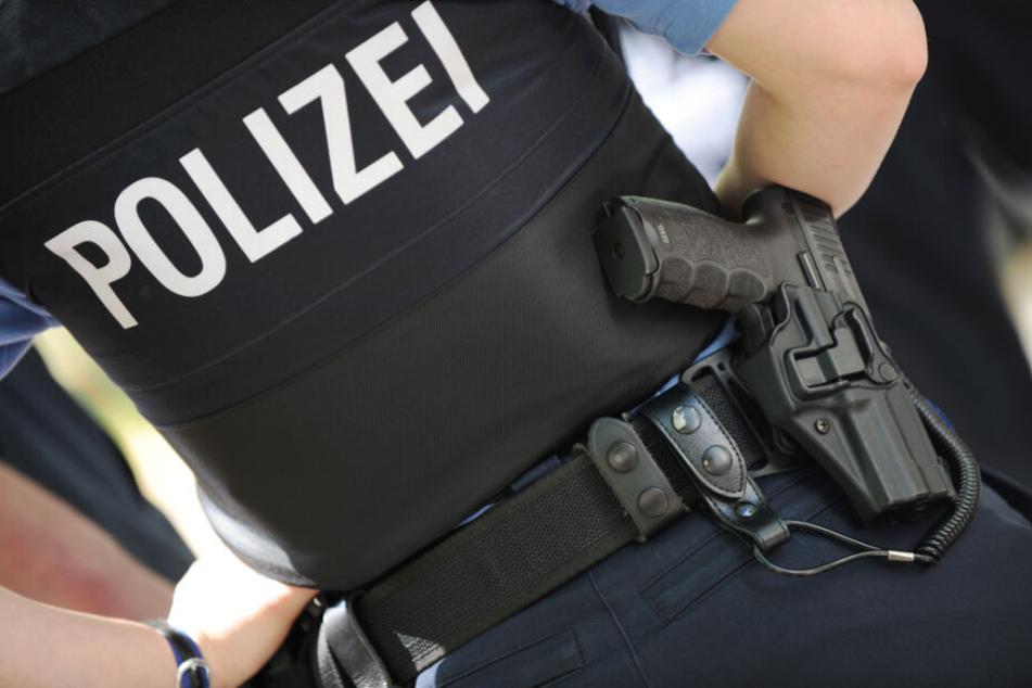 Die Polizistin wurde verletzt (Symbolfoto).