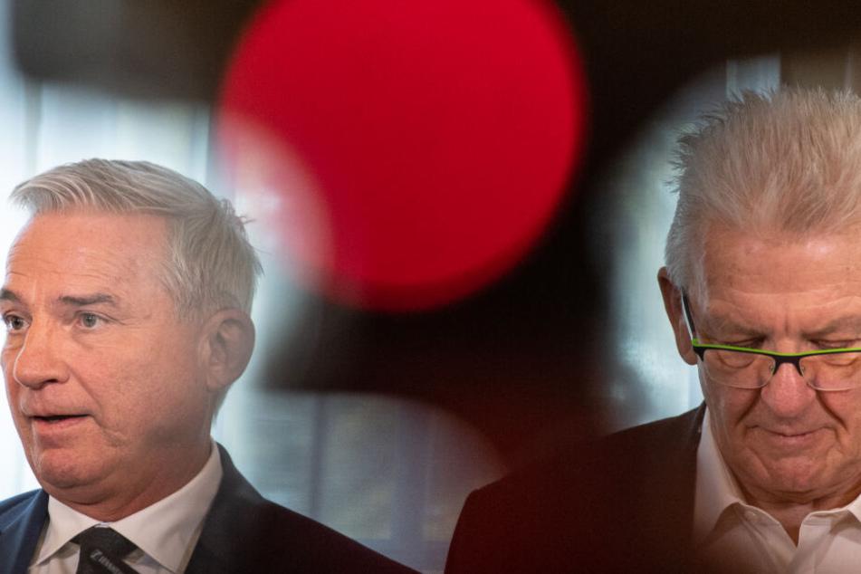 Ministerpräsident Winfried Kretschmann (rechts im Bild) und Innenminister Thomas Strobl bei einer Pressekonferenz nach einem Krisengespräch wegen des DIeseö-Fahrverbots.