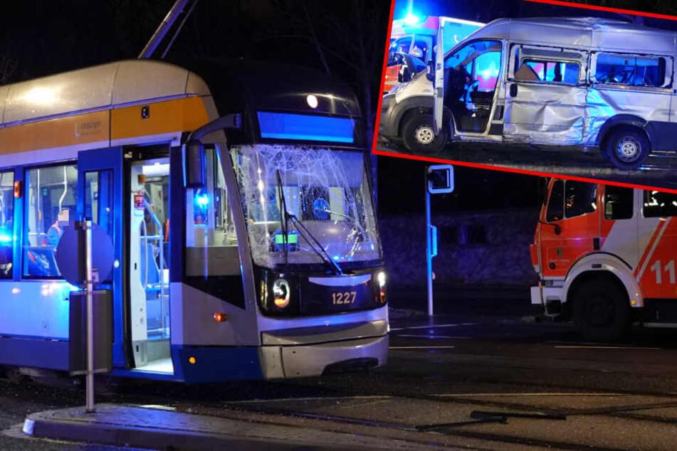 Schwerer Crash in Leipzig: Tram rammt Kleinbus von den Gleisen
