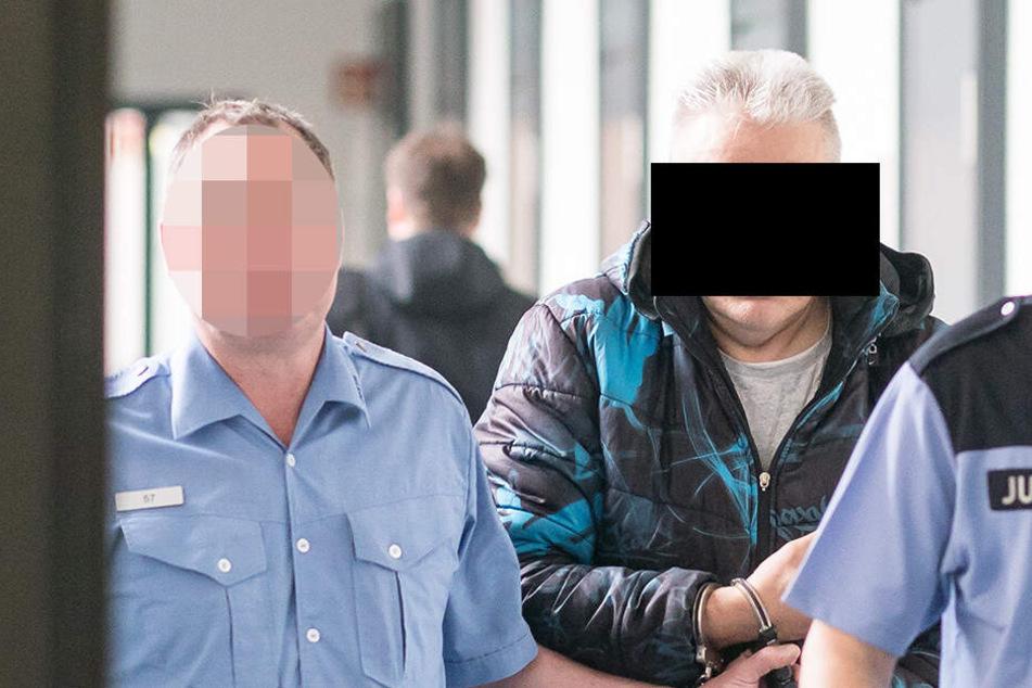 60.000 Tabletten hinter der Schlafkabine: Pillen-Schmuggler wurde im Knast Opa