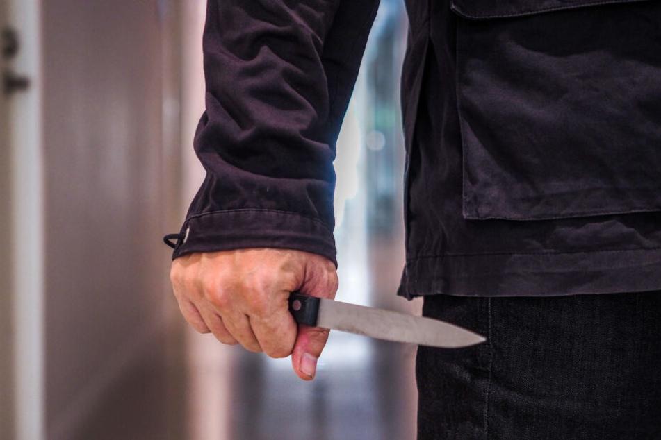 Nach einem Streit griff ein Mann seinen Kontrahenten mit einem Messer an. (Symbolbild)