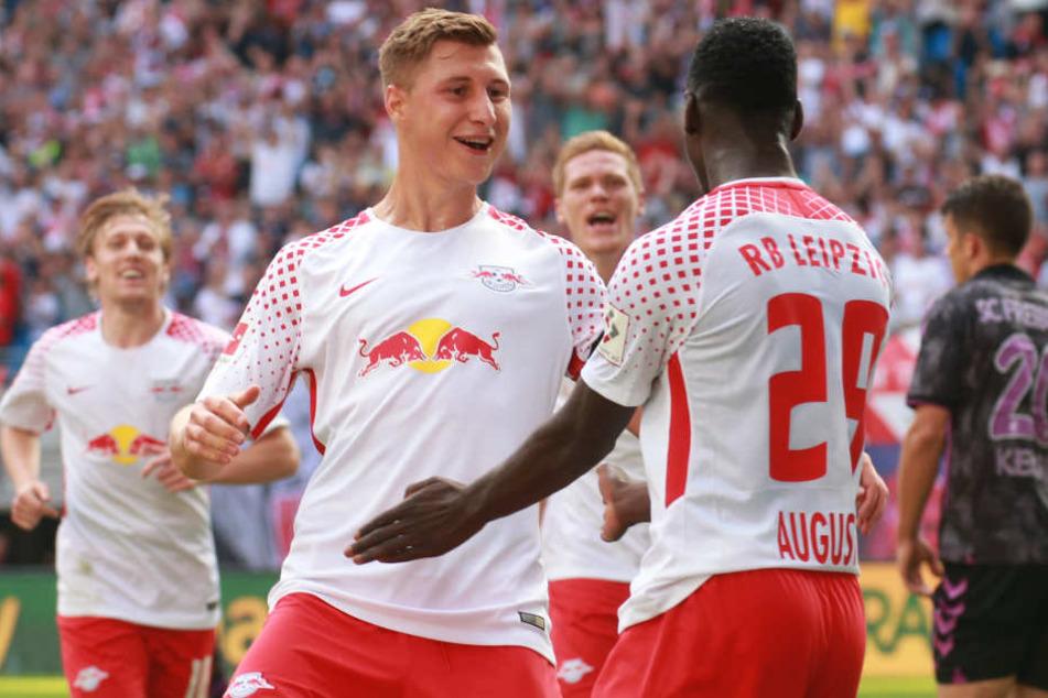 Danke an den Vorbereiter: Kapitän Willi Orban (l.) freut sich mit Jean-Kevin Augustin über seinen Treffer zum 2:1.