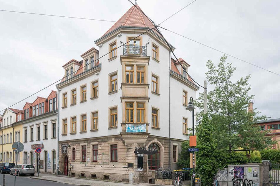 """Das Stadtteilhaus in der Prießnitzstraße beherbergt auch den """"Prießnitzgarten"""" mit Blick ins Grüne."""