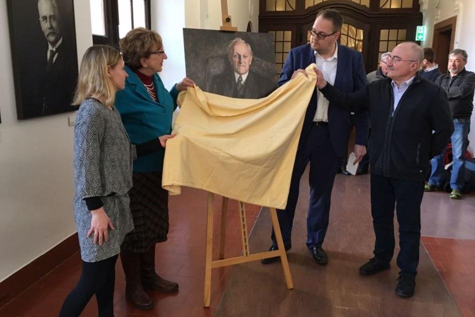 Vor wenigen Wochen enthüllte die Linke das Erich-Zeigner-Potrait für die Galerie vergangener Oberbürgermeister von Leipzig.