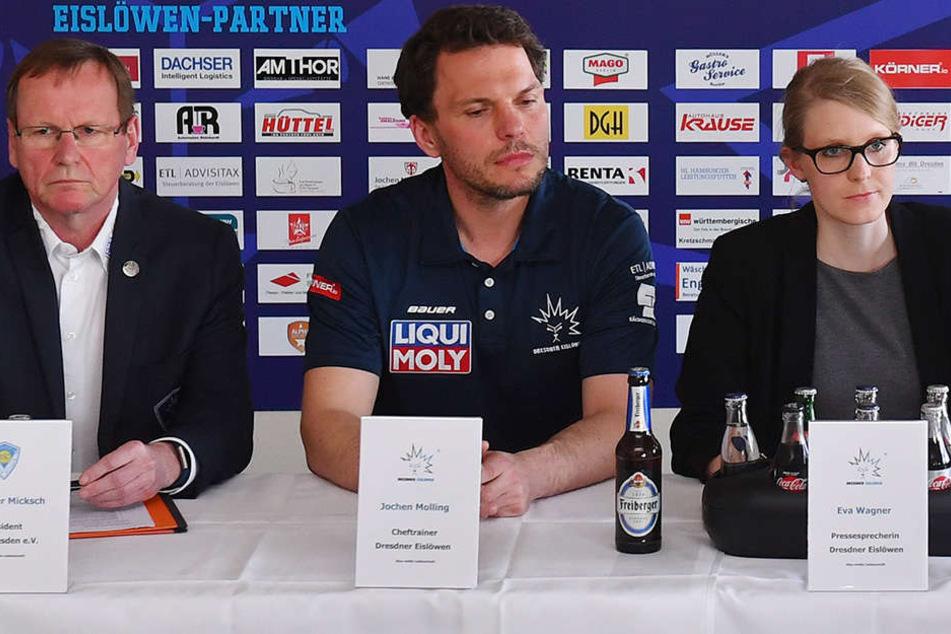 Eislöwen-Präsident Peter Micksch, Neu-Trainer Jochen Molling und Pressesprecherin Eva Wagner (v.l.n.r.) bei der Pressekonferenz.