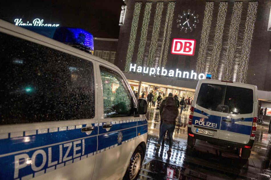 Die gewalttätigen Übergriffe der sogenannten Fans hatten sich am Duisburger Hauptbahnhof ereignet.