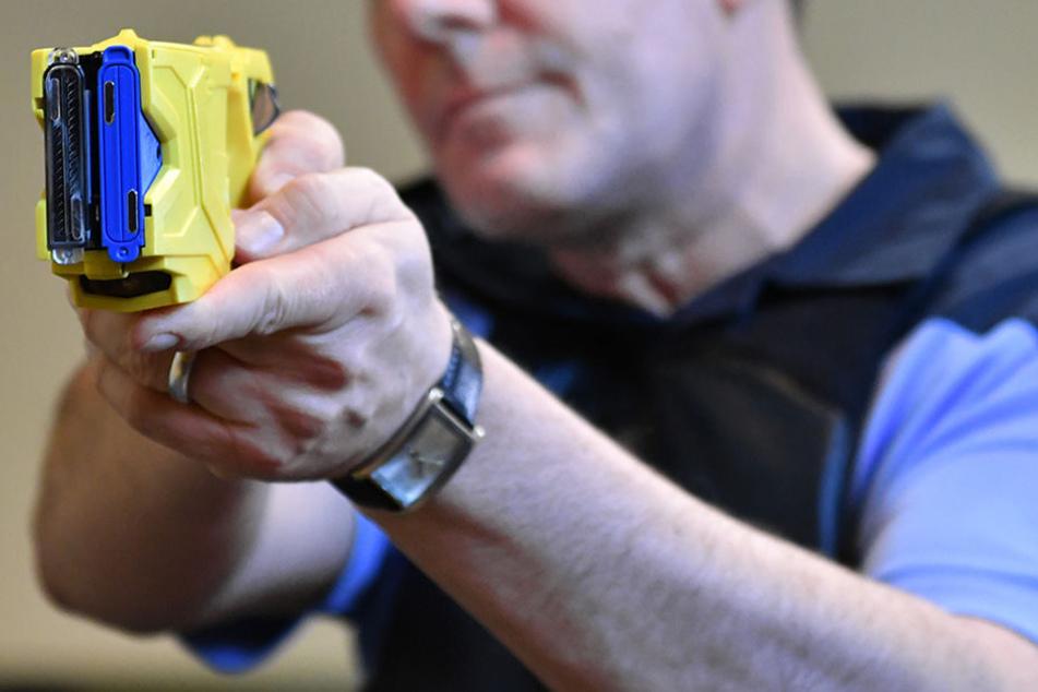Das Spezialeinsatzkommando (SEK) verwendet Taser dagegen schon länger. Die Polizei testet ihren Einsatz ausgiebig.