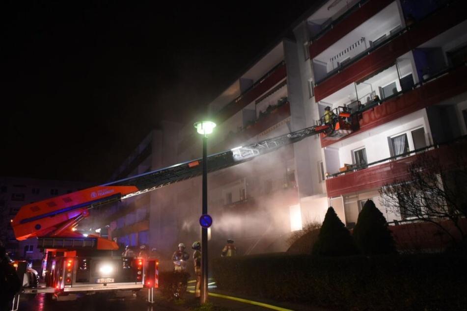 Die Feuerwehr evakuierte die Bewohner.