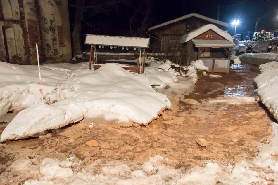 Überflutung im Erzgebirge: Rettungskräfte stundenlang im Einsatz