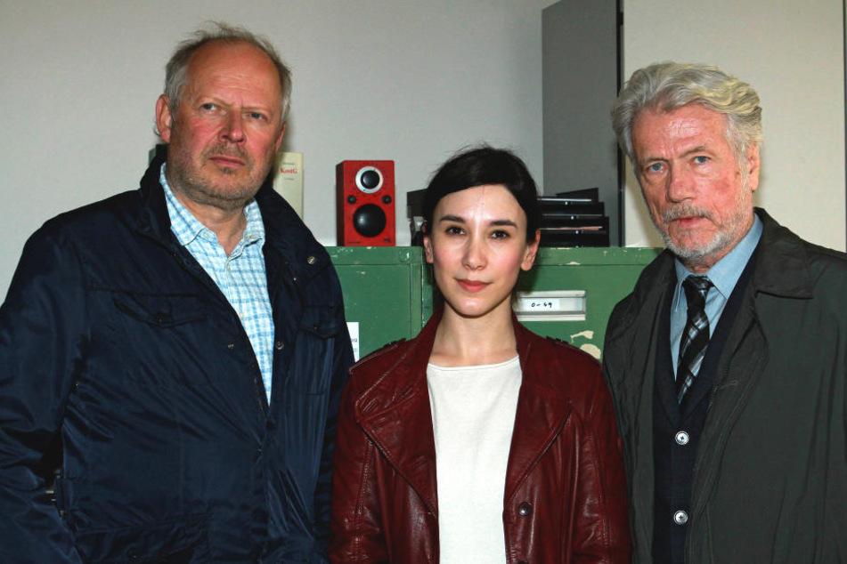 """Sabine Kekilli gemeinsam mit Axel Milberg (60, l.) und Jürgen Prochnow (75) im Tatort """"Borowski und das verlorene Mädchen""""."""