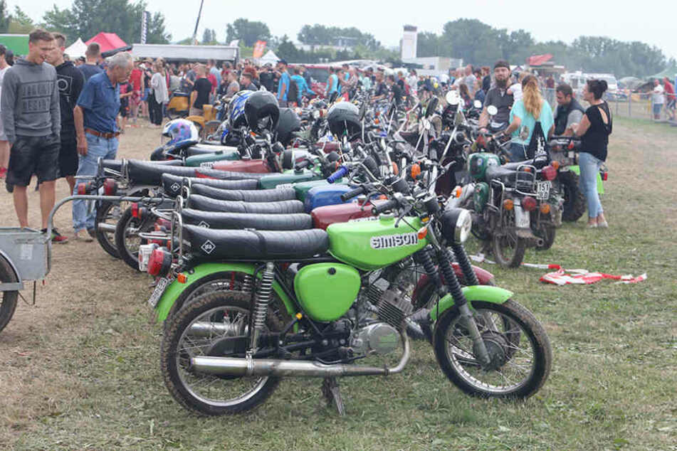 Deutschlands größtes Simsontreffen lockte tausende Moped-Fahrer und Fans der  Kultmarke nach Zwickau.