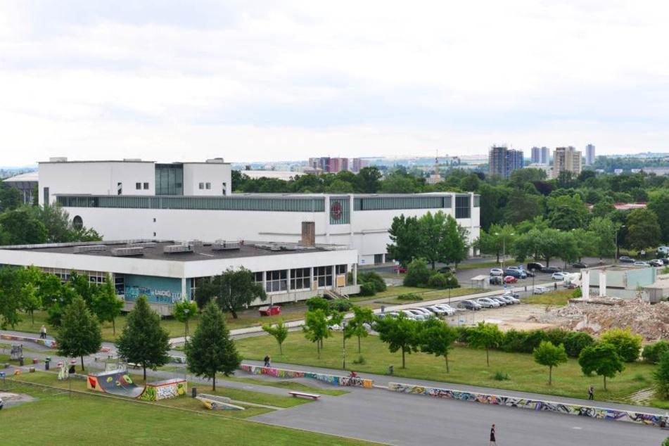 Bereits 2019 könnte die Stadt mit 650 Mitarbeitern das Robotron-Gebäude räumen  müssen.