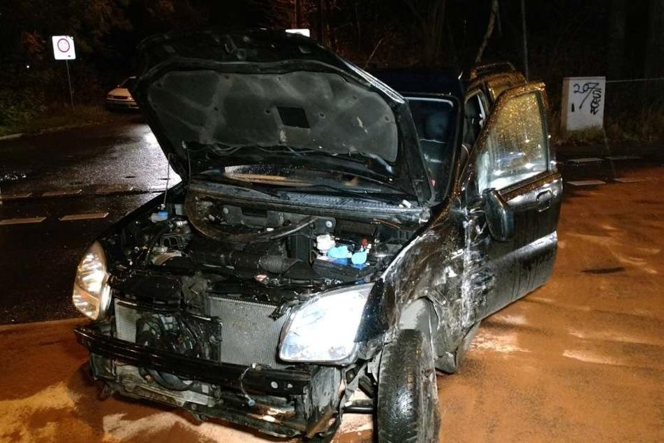 Durch den heftigen Zusammenstoß wurde die Suzuki-Fahrerin schwer verletzt und musste ins Krankenhaus gebracht werden.