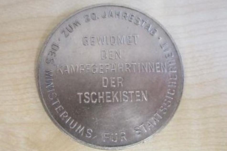 Das ist die Vorderseite der Stasi-Gedenkmünze.
