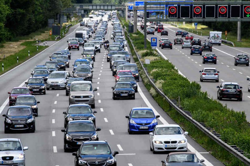 Schon wieder hat es auf der A14 bei Halle in Richtung Magdeburg gekracht. (Symbolbild)