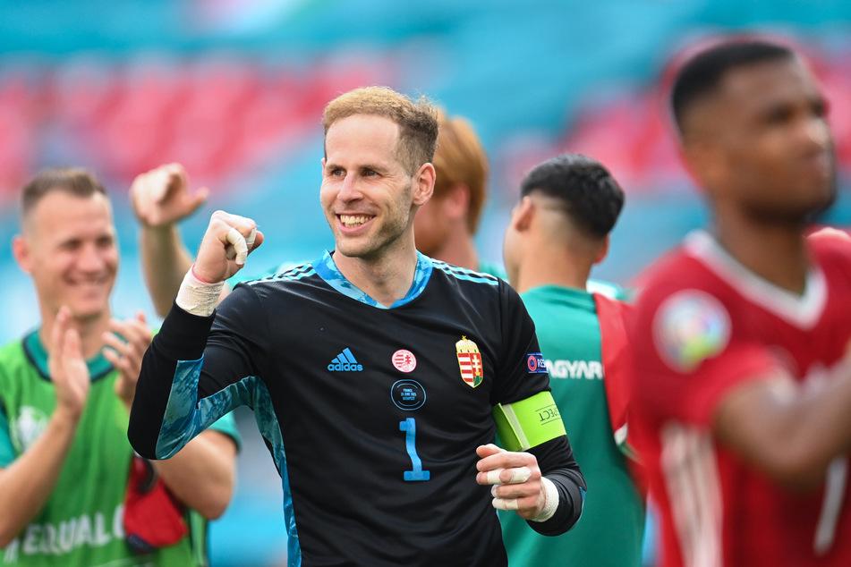 Nationaltorhüter Péter Gulácsi (31, M.) trifft am Mittwoch zusammen mit Willi Orban (28) auf seinen RB-Leipzig-Kumpel Marcel Halstenberg (29).