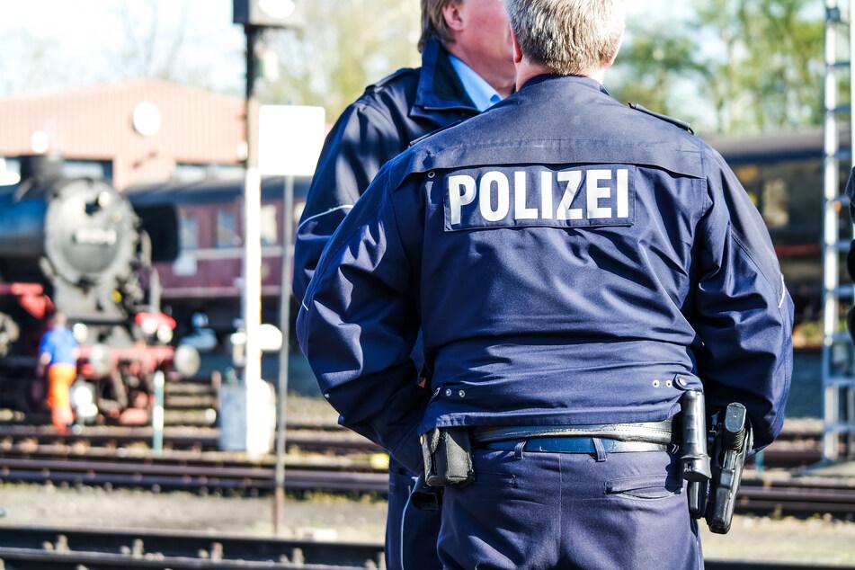 Die blauen Polizeiuniformen. Heute nicht mehr wegzudenken.