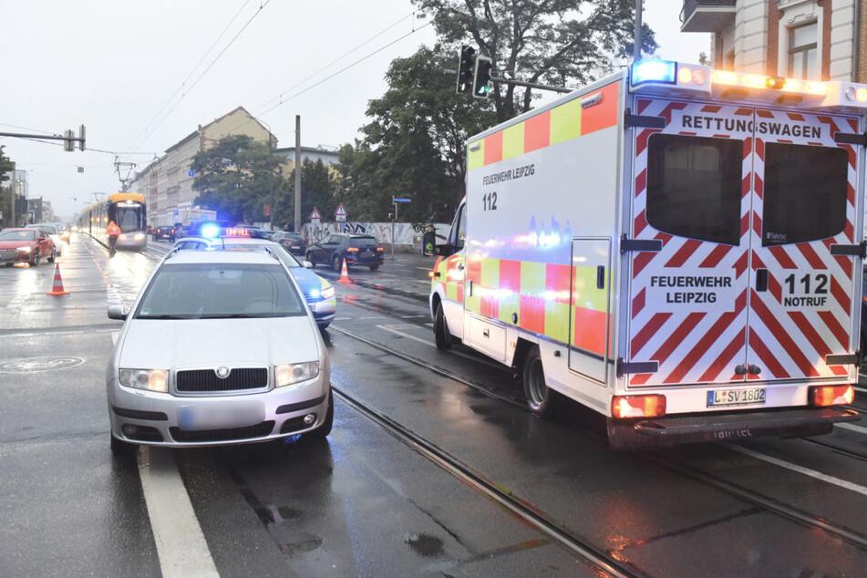 Ein Rettungswagen brachte die verletzte Frau ins Krankenhaus.
