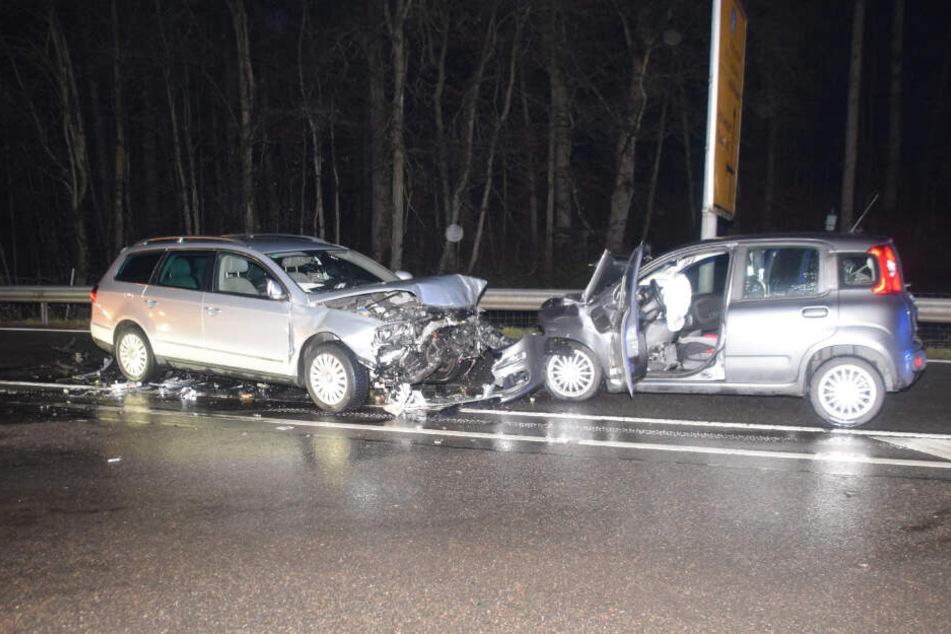 Die Fahrerin des VW Passat (links) hatte den Crash ausgelöst.