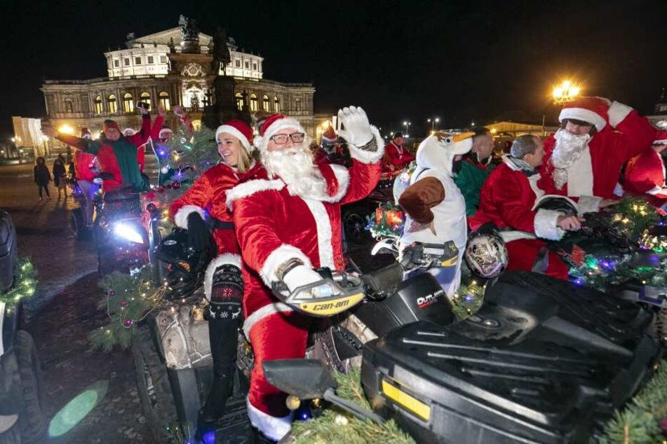Weihnachtsmänner auf schön geschmückten Quads: Holger (42) und Jana (36) waren auch unter den Teilnehmern.