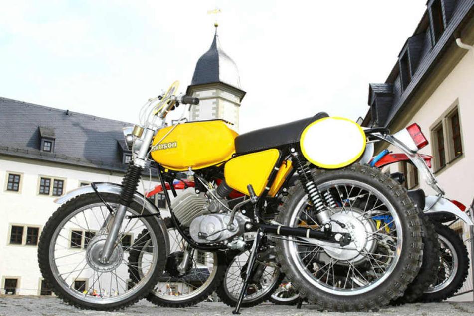 Beim Classic-Treffen standen Simsons, die baugleich mit der Maschine von Volker Herrmann sind.