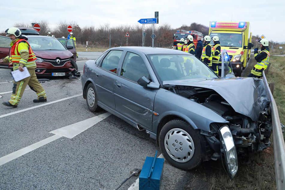 Fataler Crash: Drei Erwachsene und ein Kind wurden bei diesem Unfall verletzt.