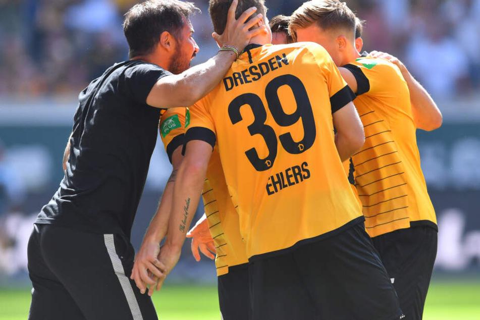 Cristian Fiel im Kreise seiner Spieler.