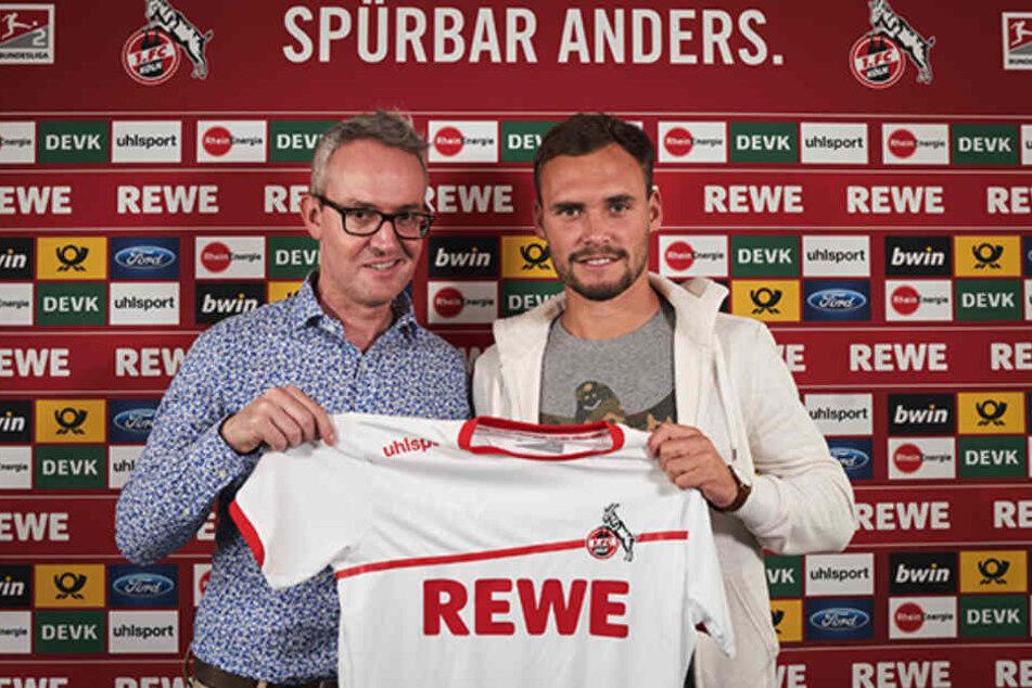 Alexander Wehrle (li.) stellt den neuen FC-Spieler Birger Verstraete (re.) vor.