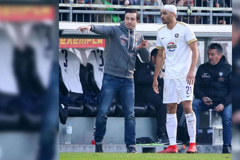 Trotz Turbans spielte Malcom Cacutalua (r.) gegen den FC St. Pauli durch. Allerdings handelte er sich sein 5. Gelbe Karte ein.