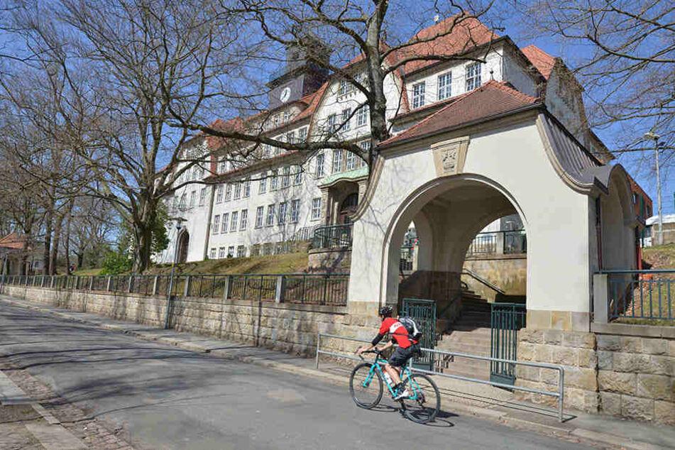 Eine Dusche der Oberschule Schönau ist gesperrt. Die Sanierung soll im Sommer beginnen.