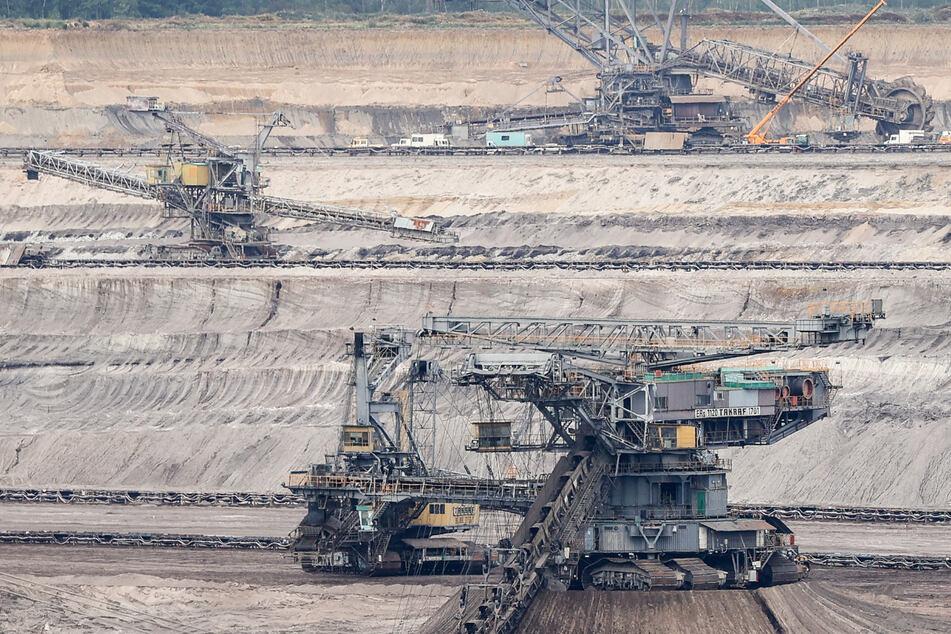 Soko LinX ermittelt wegen Brandstiftung: Tagebau Schleenhain durch Feuer lahmgelegt